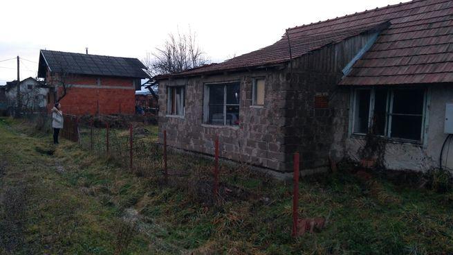 Građevinsko zemljište i devastirana kuća u Sisku